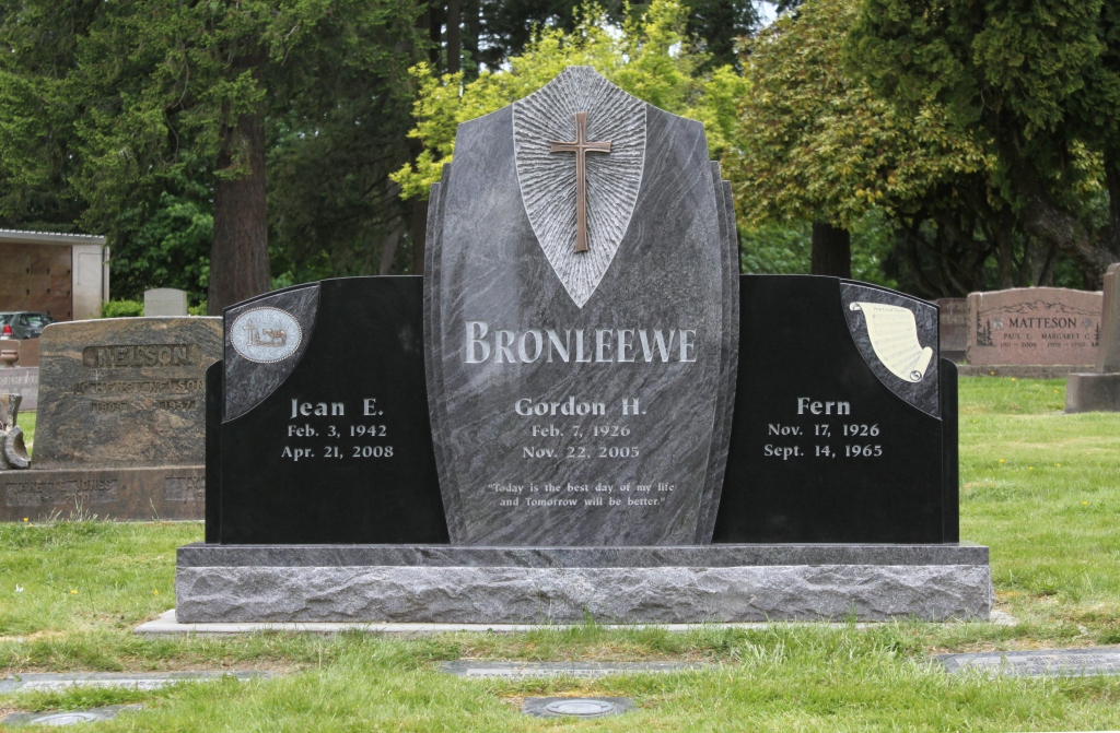 """A memorial labeled """"Bronleewee"""" styled with a large cross."""